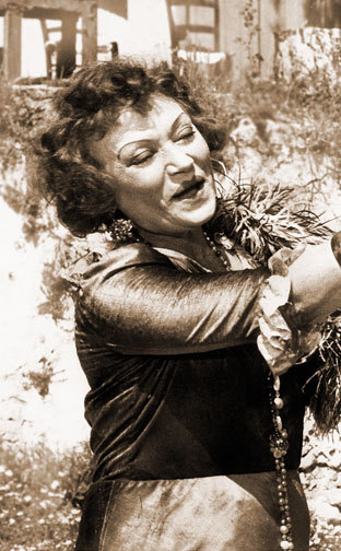 1964 (29th) Best Supporting Actress: Lila Kedrova