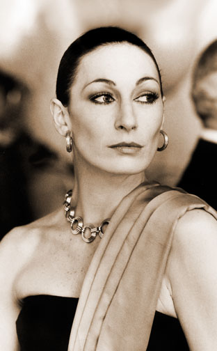 1985 (50th) Best Supporting Actress: Anjelica Huston